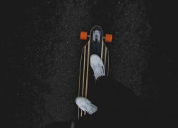 Things to Avoid While Longboarding